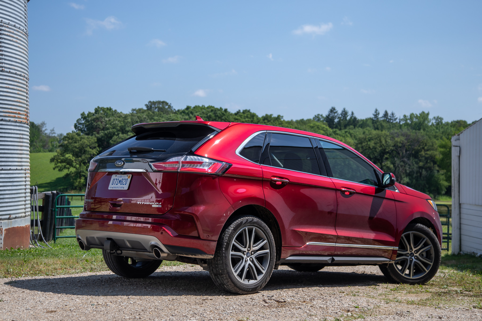 ford-edge-titanium-awd-2019-08-angle--exterior--rear--red.jpg