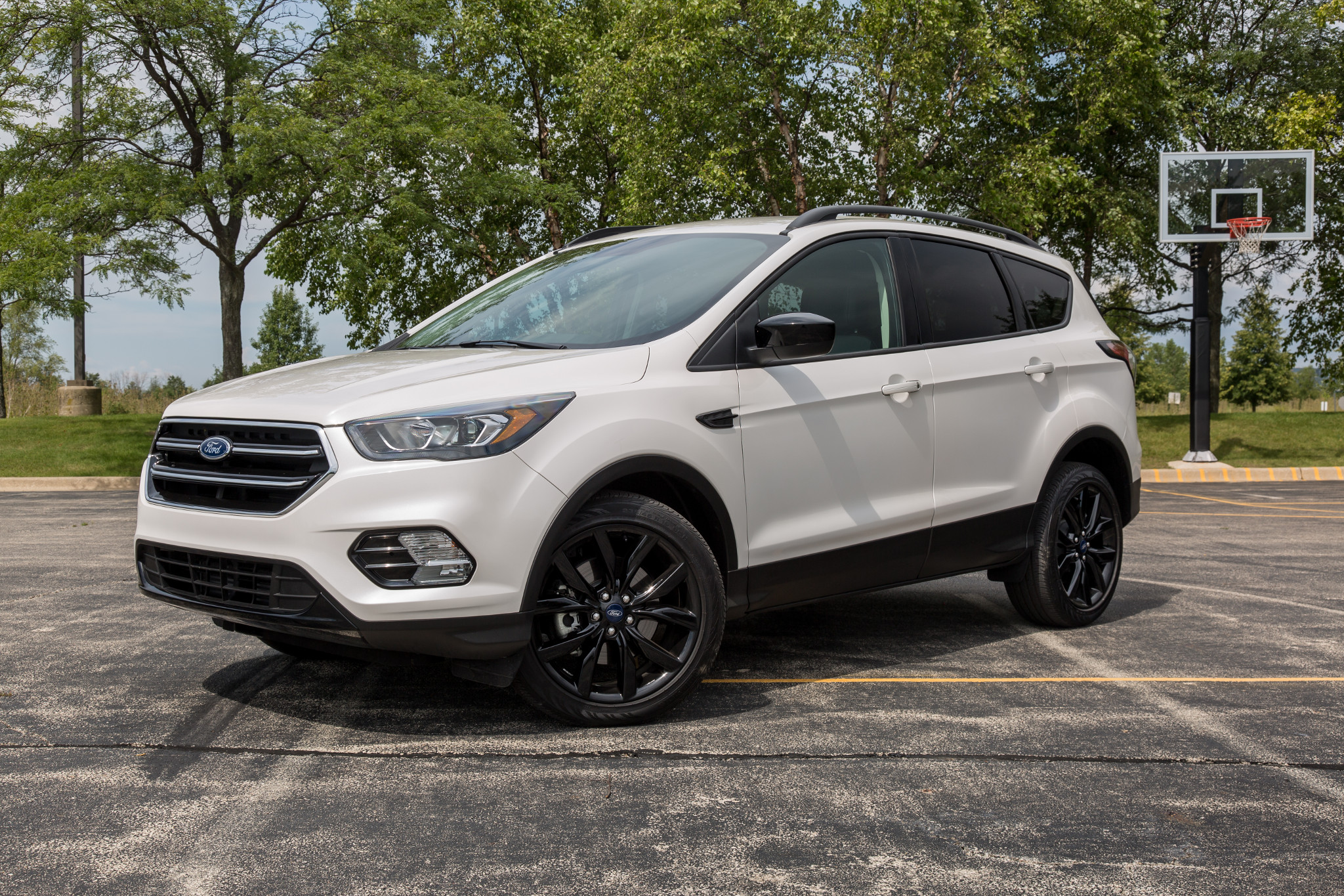 ford-escape-2017-01-angle-dynamic-exterior-front-rear-white.jpg