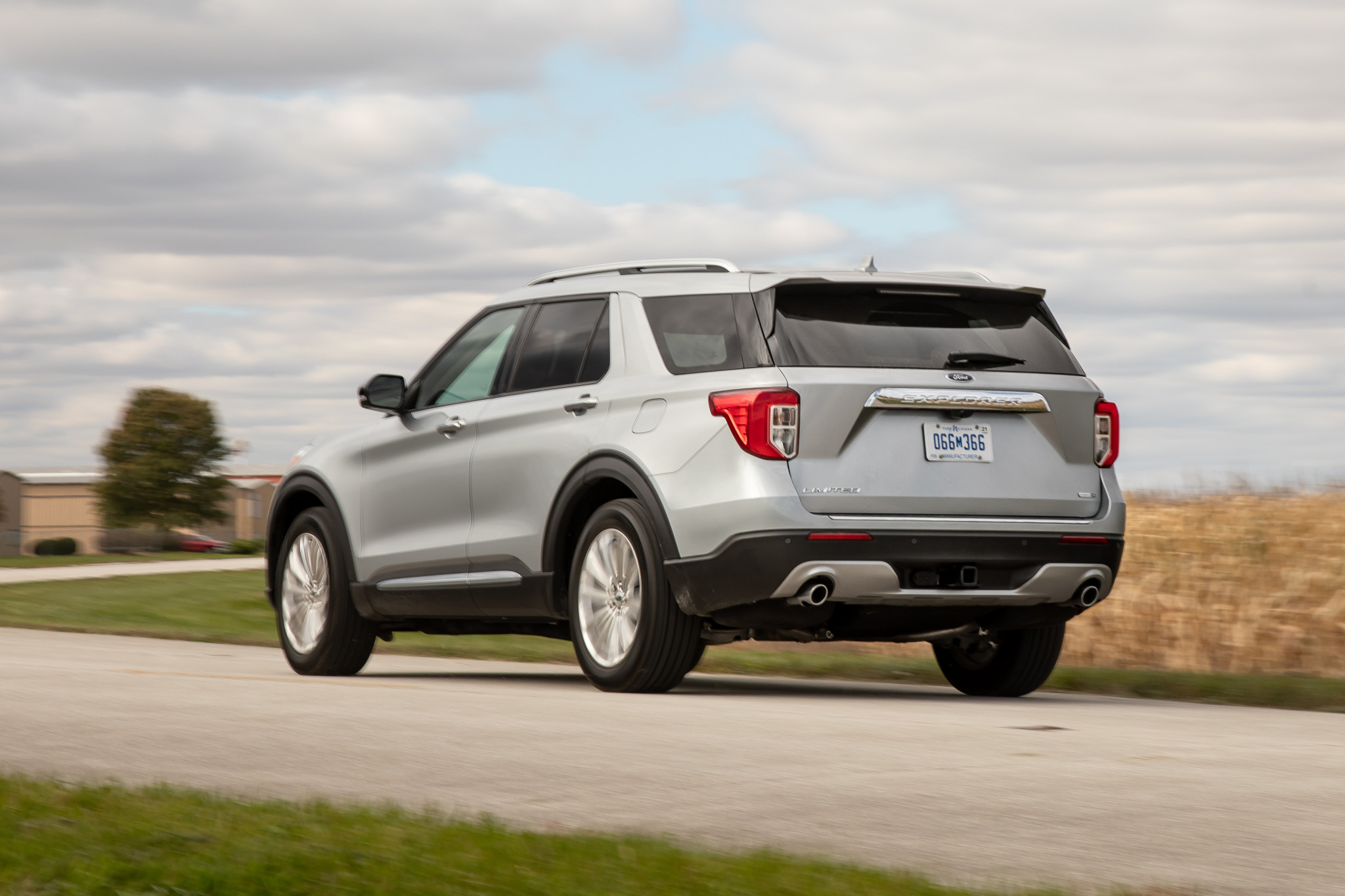 ford-explorer-limited-4wd-2020-02-angle--dynamic--exterior--rear--silver.jpg
