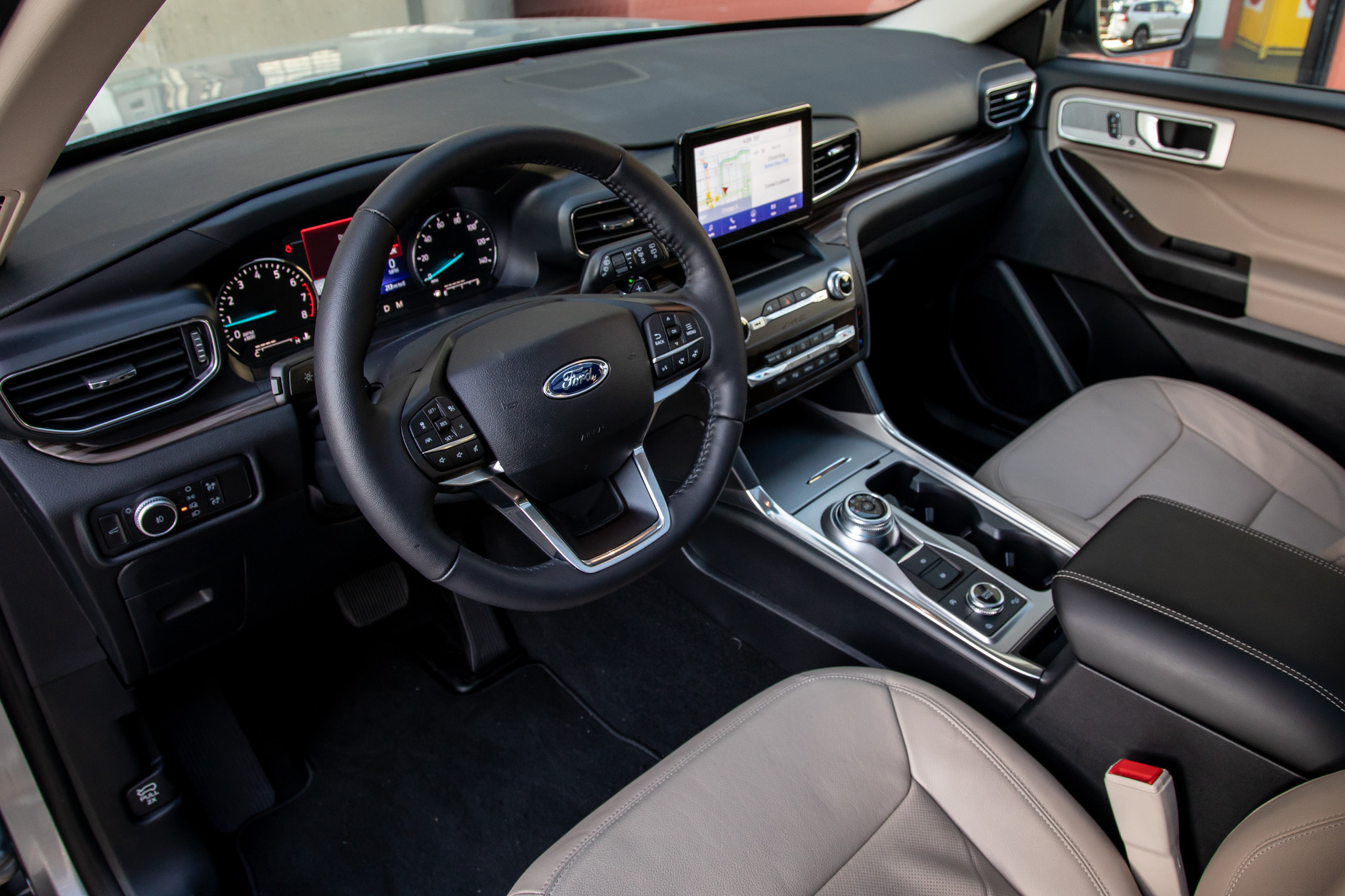 ford-explorer-limited-4wd-2020-14-front-row--interior.jpg