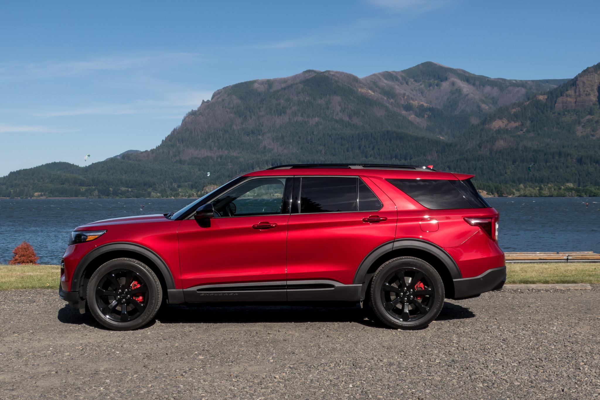 ford-explorer-st-2020-03-exterior--profile--red.jpg