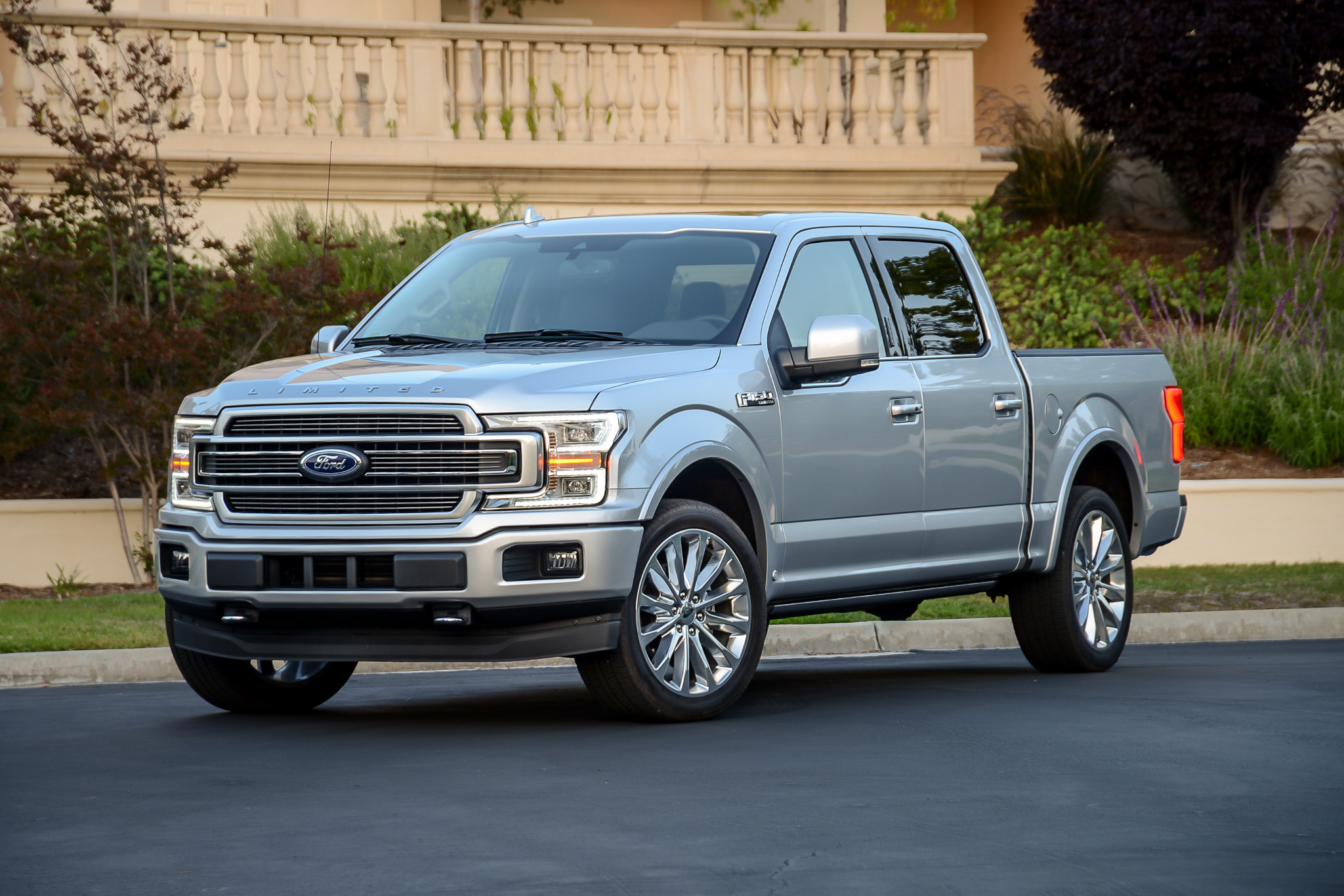 ford-f-150-limited-2019-01-angle--exterior--front--silver.jpg