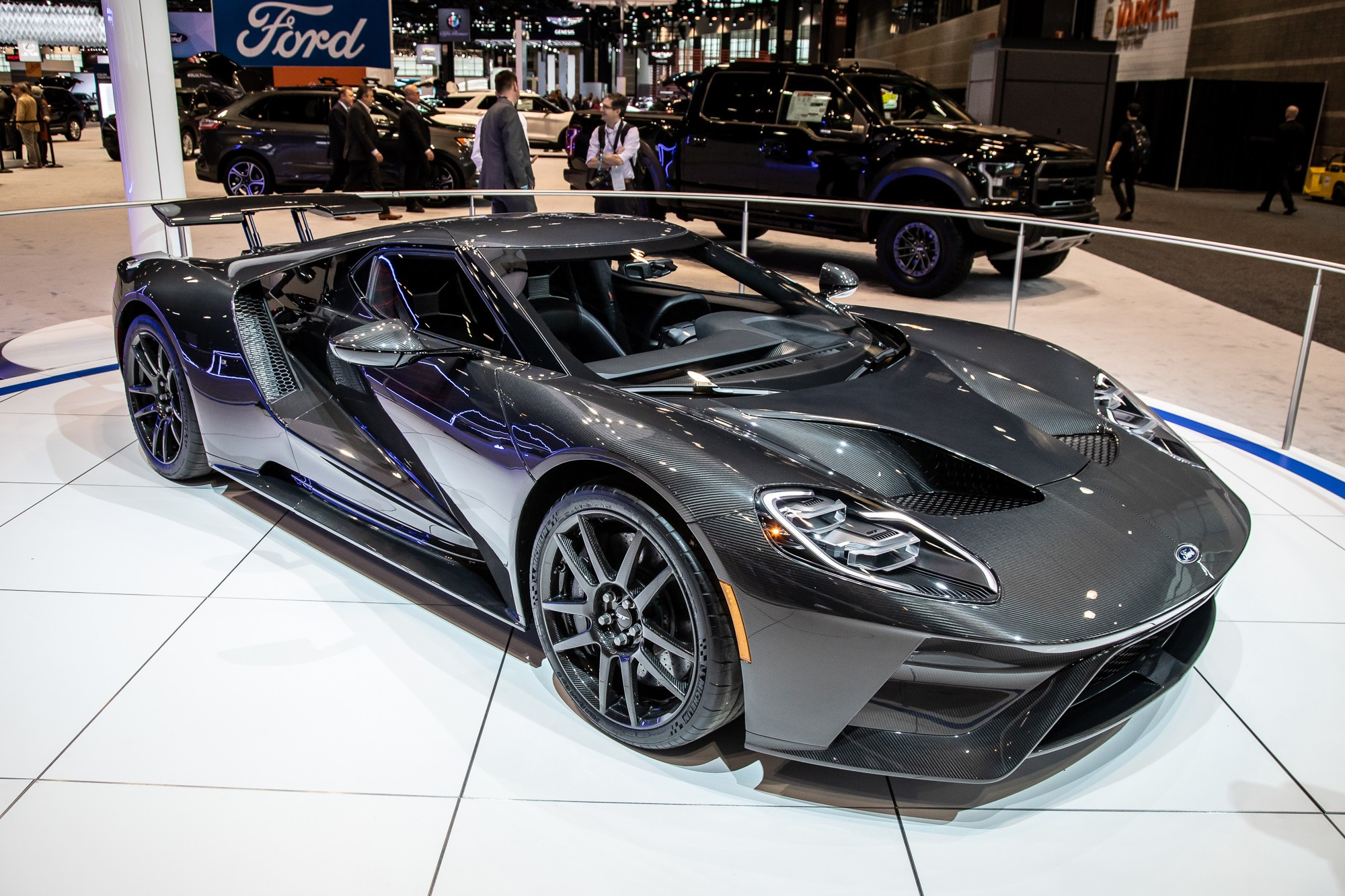 ford-gt-2020-1-angle--exterior--front--grey.jpg