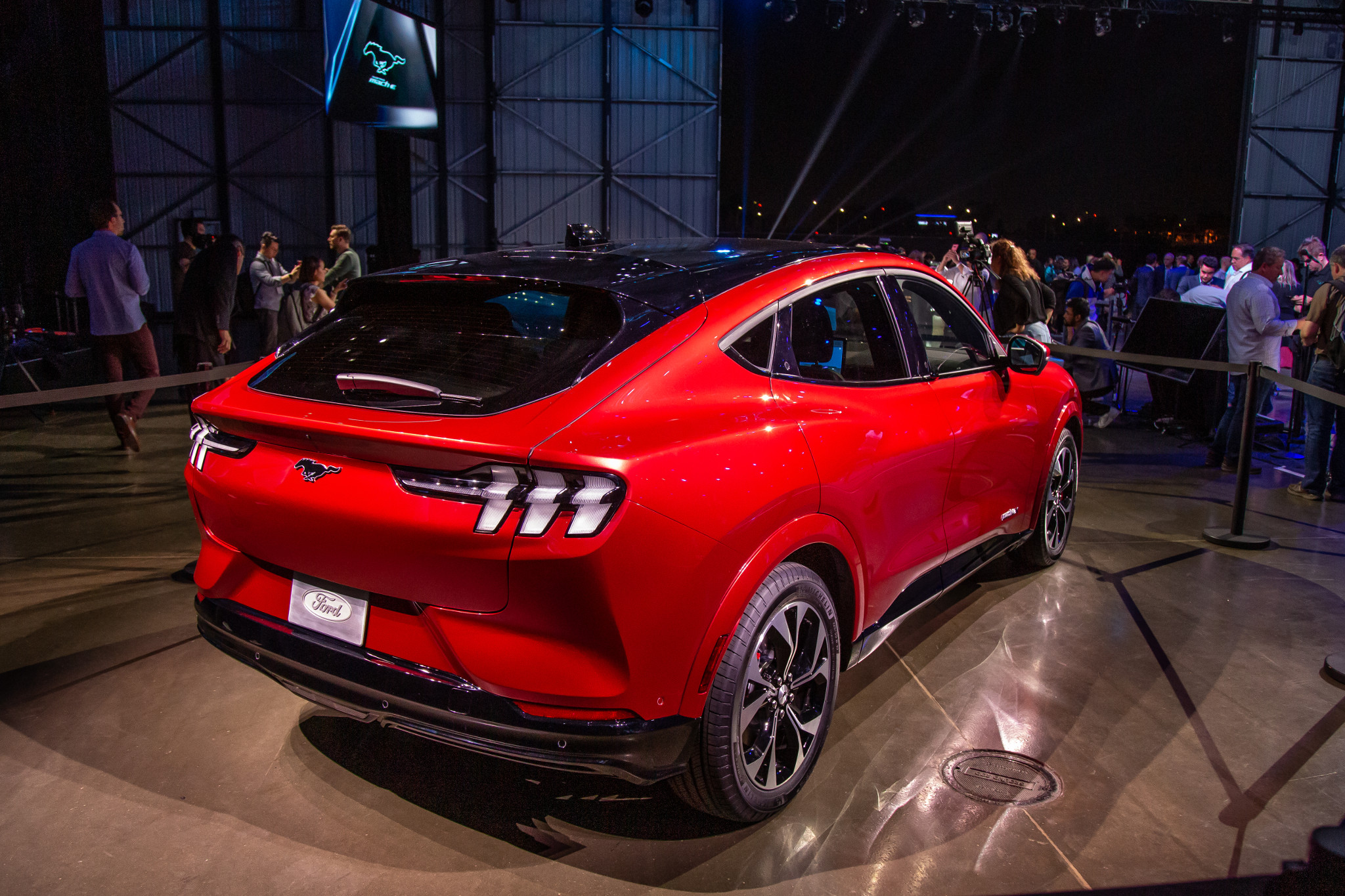ford-mustang-mach-e-first-edition-2021-19-angle--exterior--rear--red.jpg