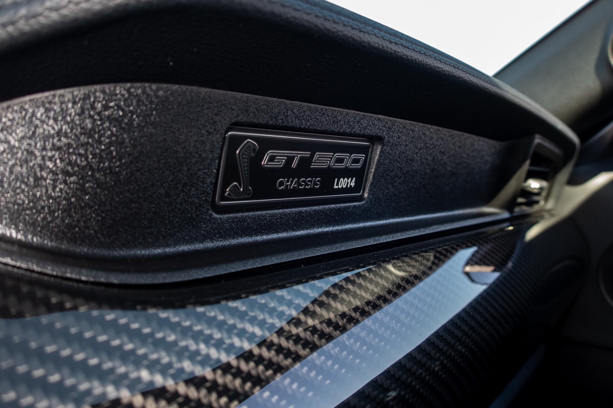 ford-mustang-shelby-gt500-2020-23-badge--dashboard--front-row--interior.jpg