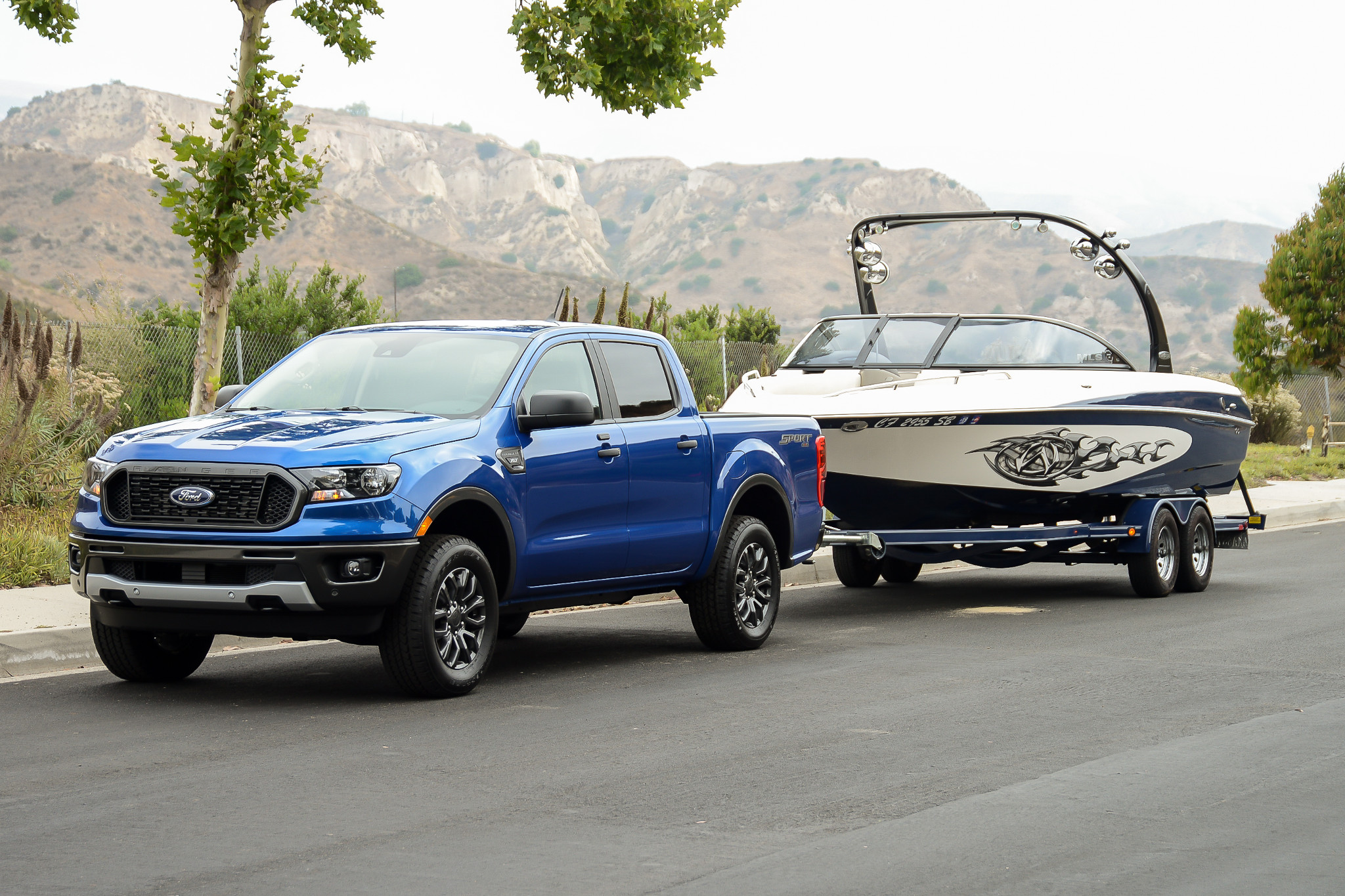 ford-ranger-2019-01-angle--blue--exterior--front--tow--towing.jpg