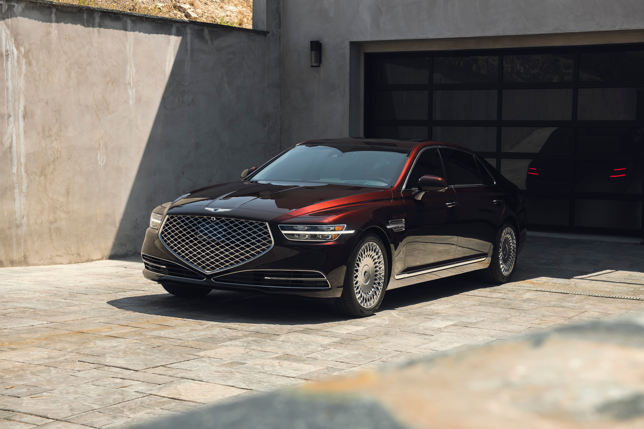 genesis-g90-2020-01-angle--exterior--front--red.jpg