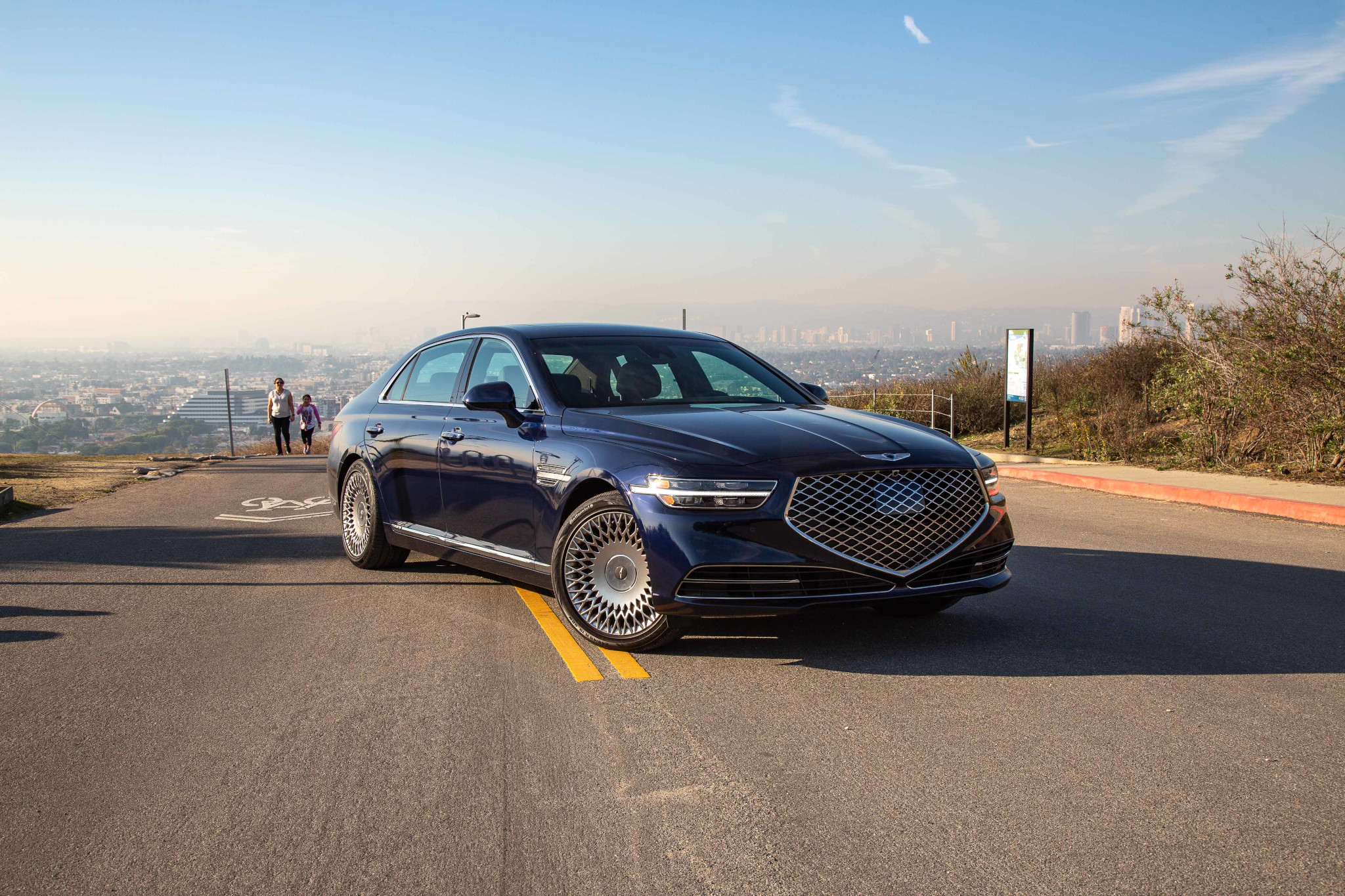 genesis-g90-5.0-2020-02-angle--blue--exterior--front.jpg