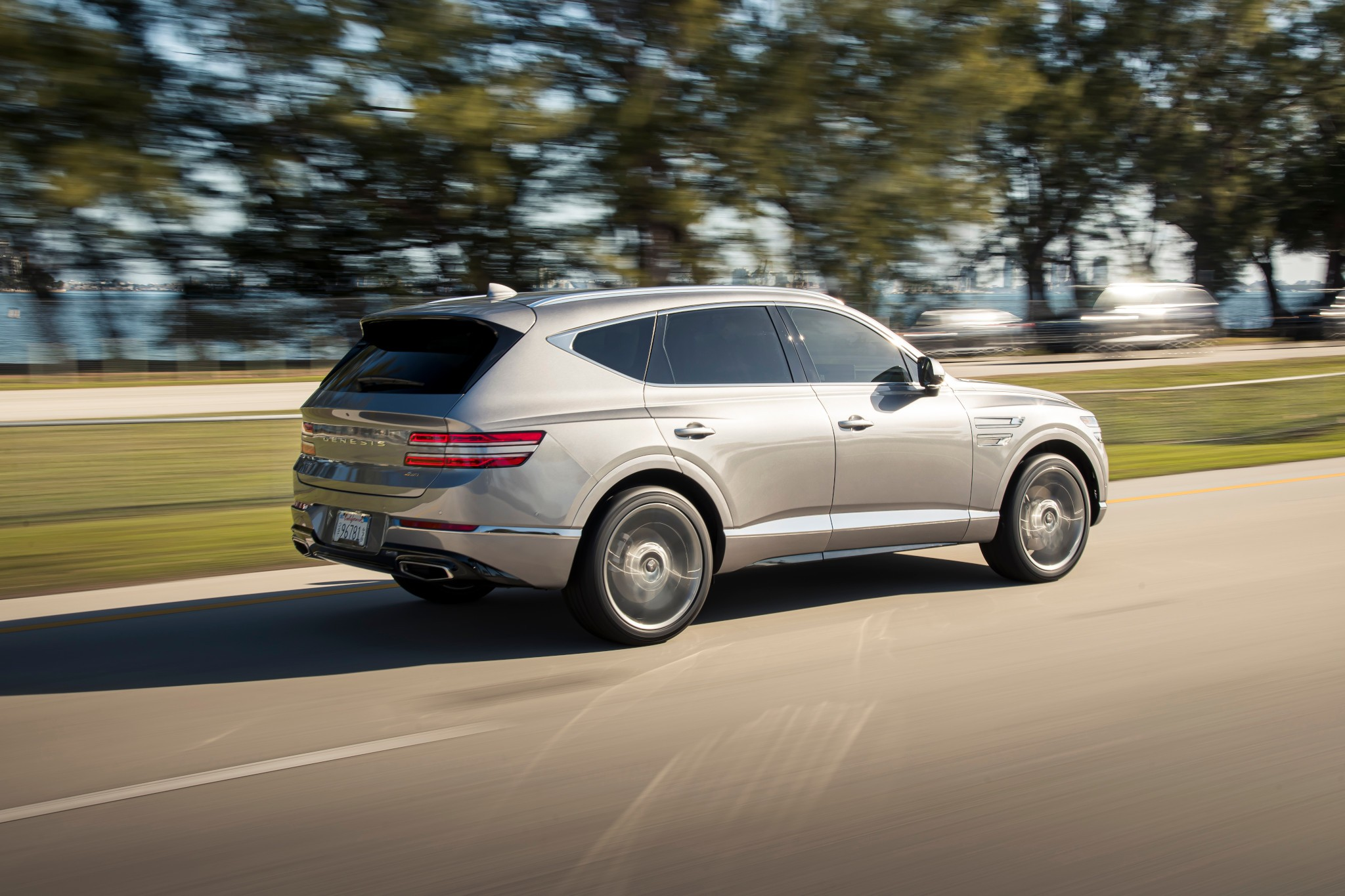 genesis-gv80-2021-03-angle--dynamic--exterior--rear--silver.jpg