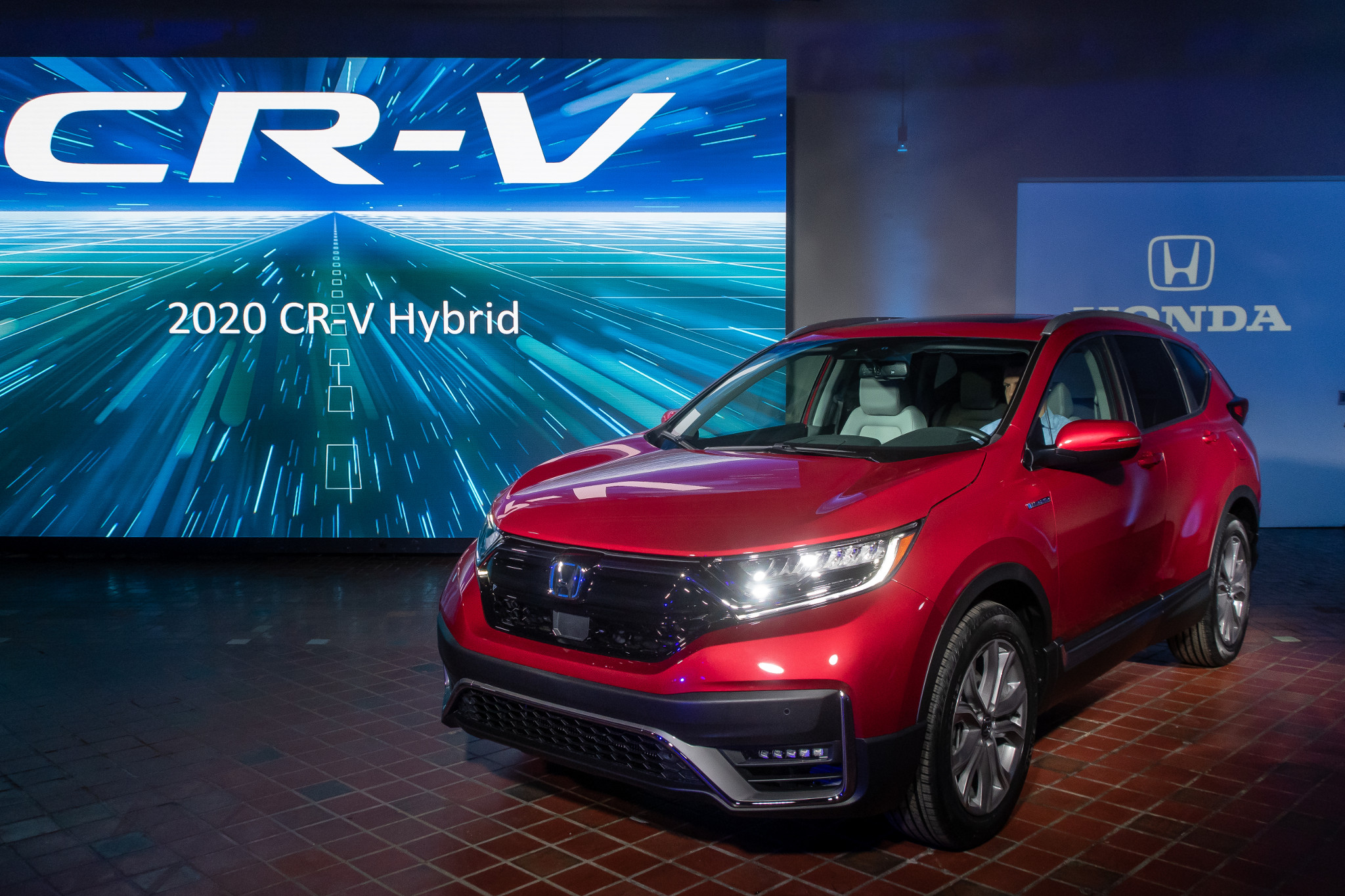 2020 Honda CR-V: A Honda-First Hybrid Joins Best-Selling SUV's Lineup
