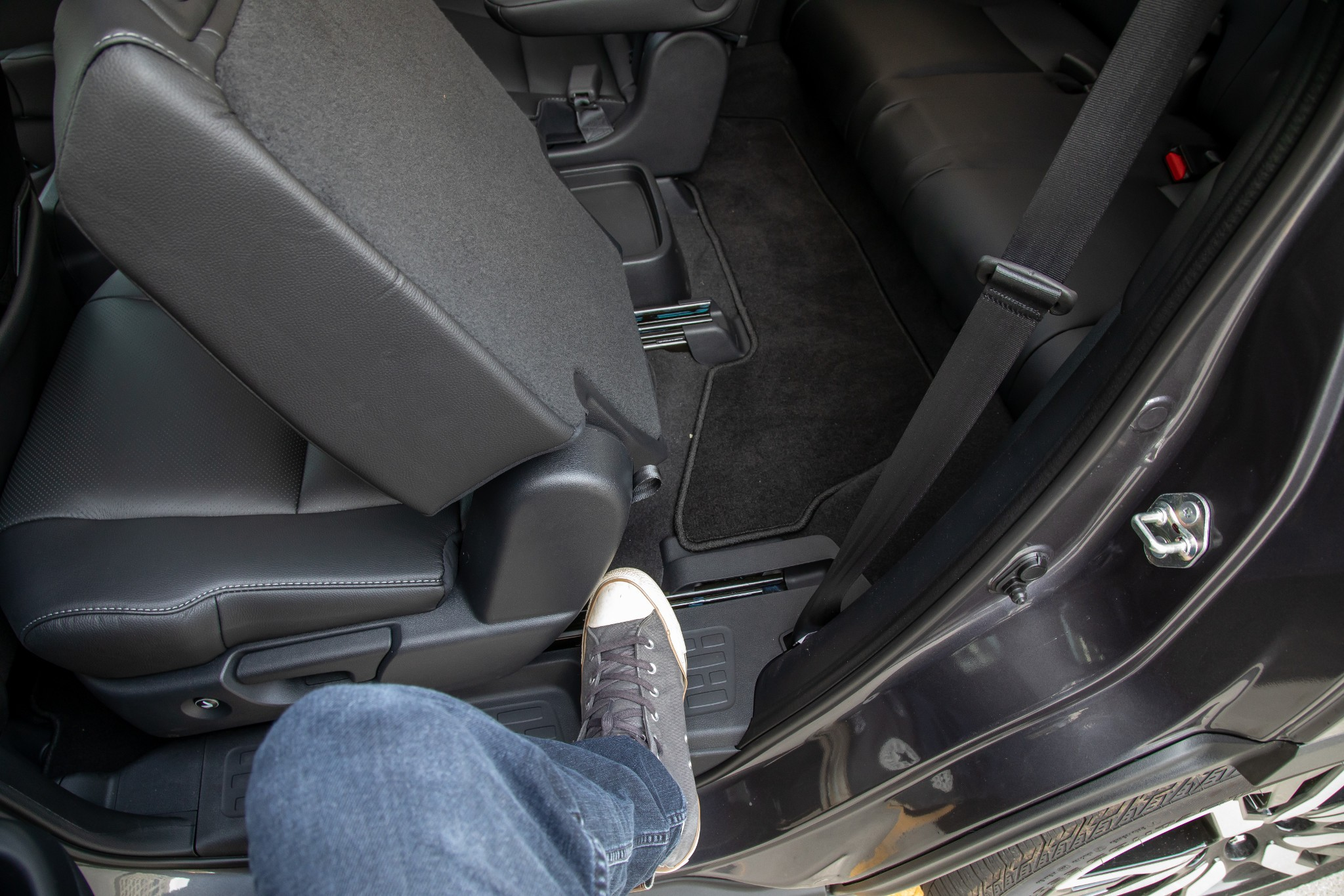 honda-pilot-2020-46-interior--second-row--third-row-access.jpg