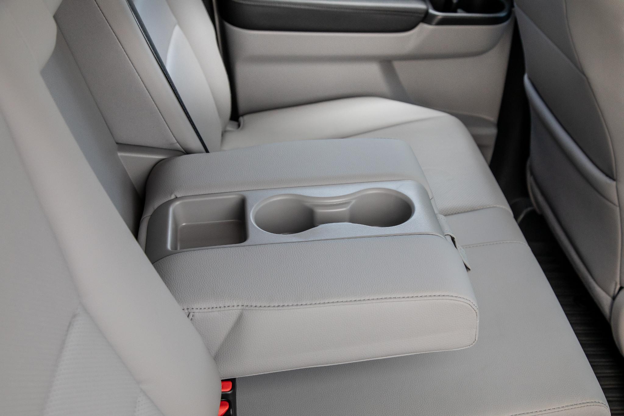 honda-ridgeline-2019-57-armrest--cupholders--interior--second-row.jpg