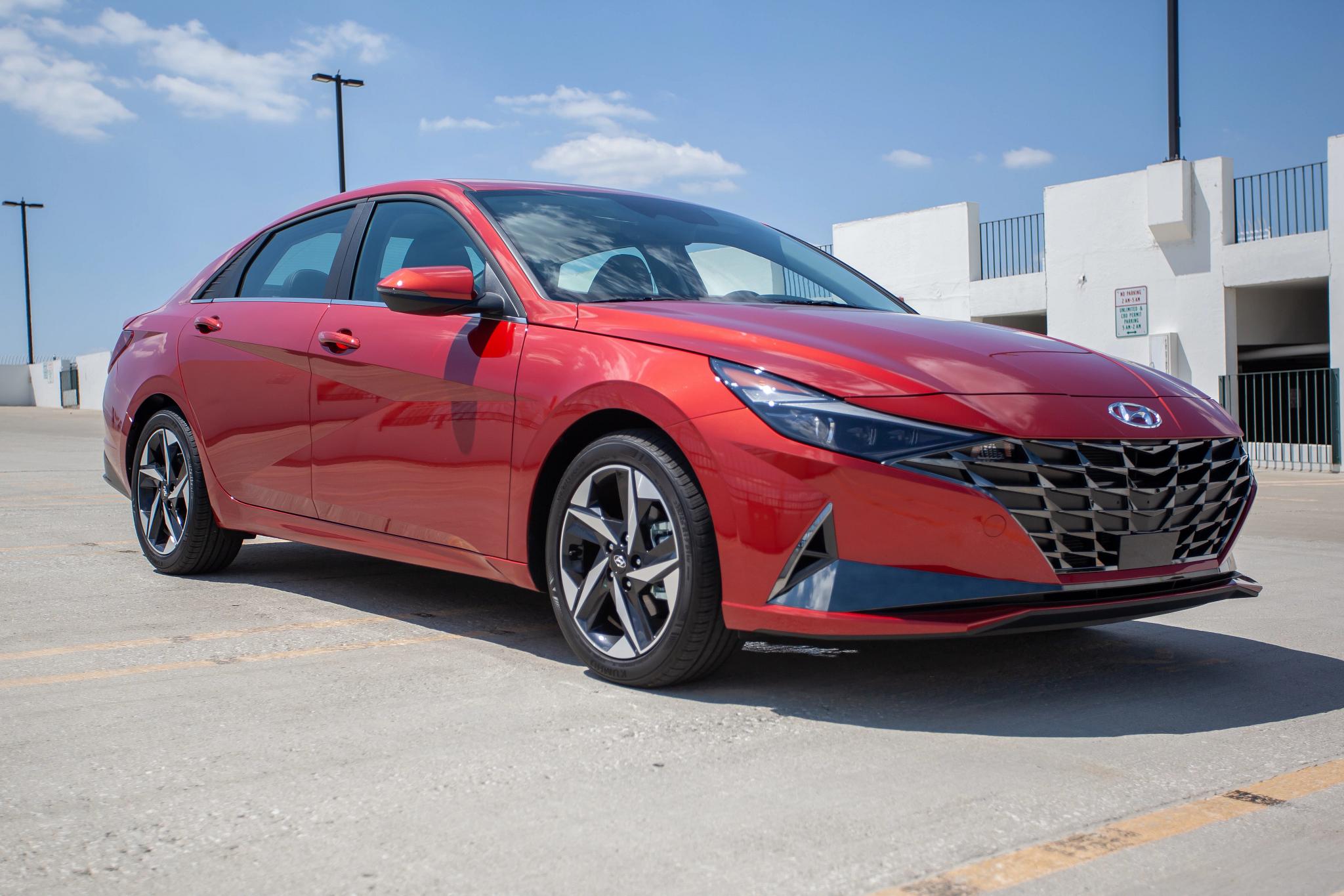 2021 Hyundai Elantra First-Look Video: Interior, Tech … and Triangles