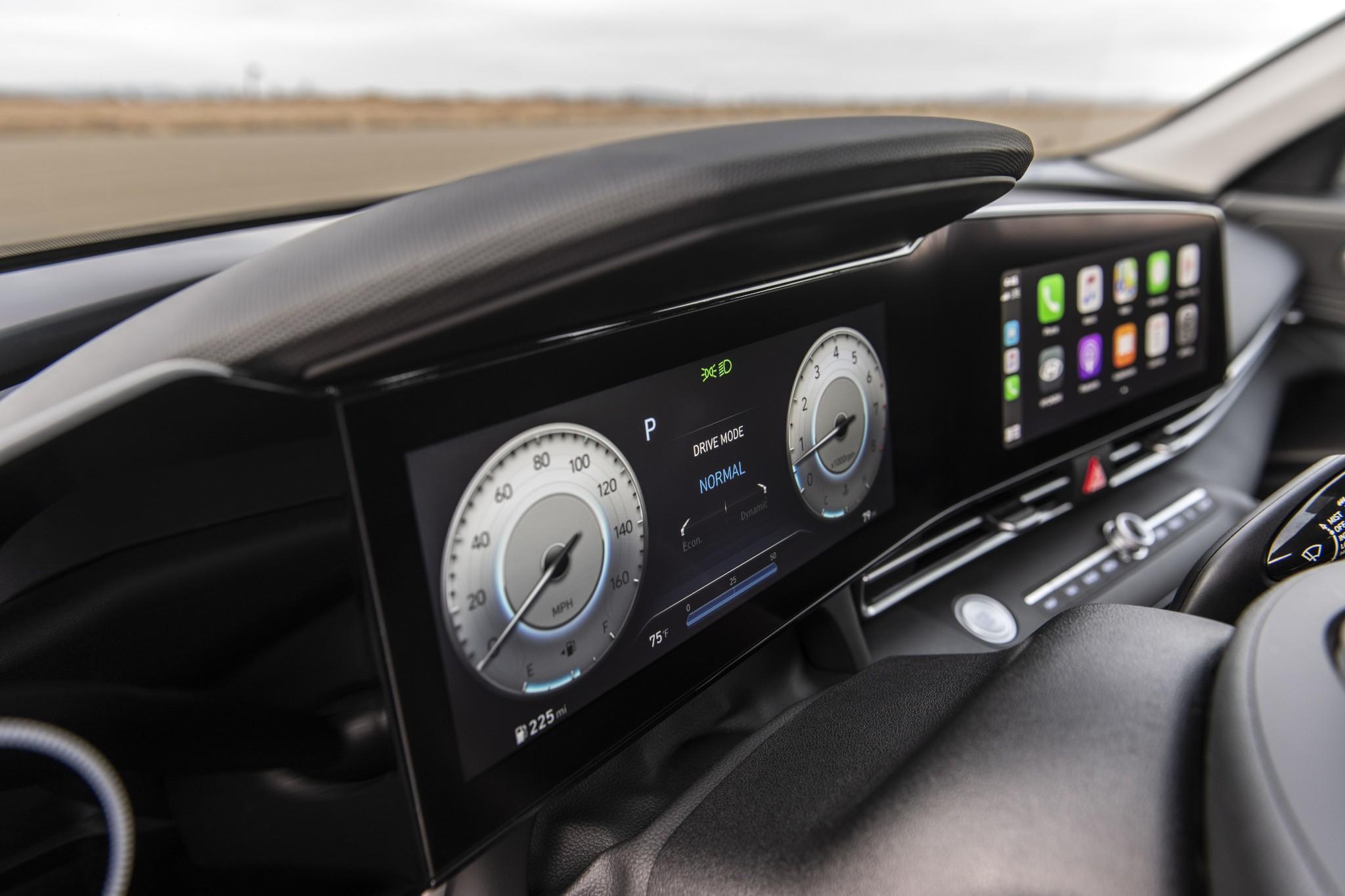 hyundai-elantra-2021-09-front-row--instrument-panel--interior.jpg
