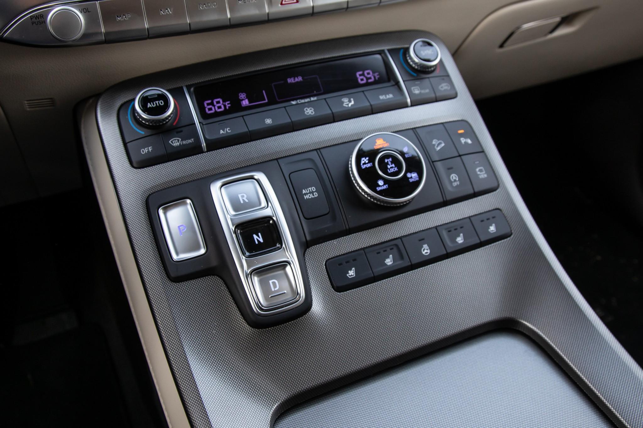 hyundai-palisade-2020-24-center-console--front-row--interior.jpg