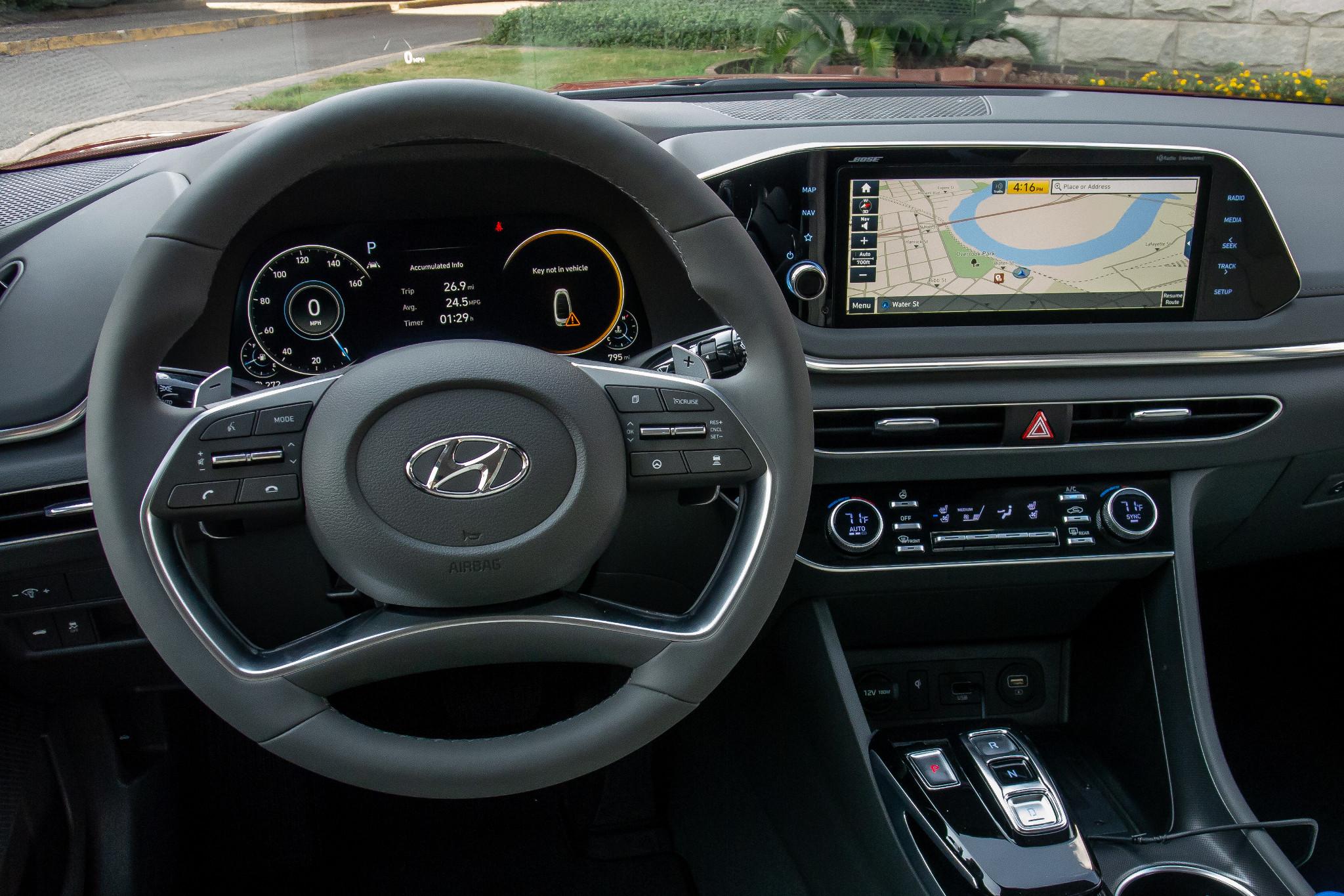 hyundai-sonata-2020-front-row--interior--steering-wheel-11.jpg