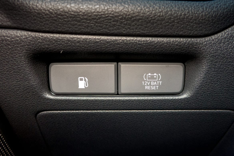 2017 Hyundai Ioniq: What Does This Button Do? | News | Cars com