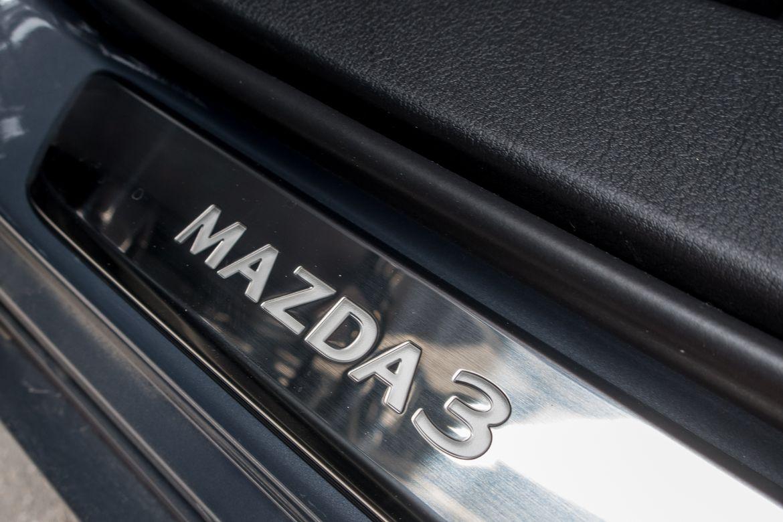 33-mazda-mazda3-2019-badge--doors--interior.jpg