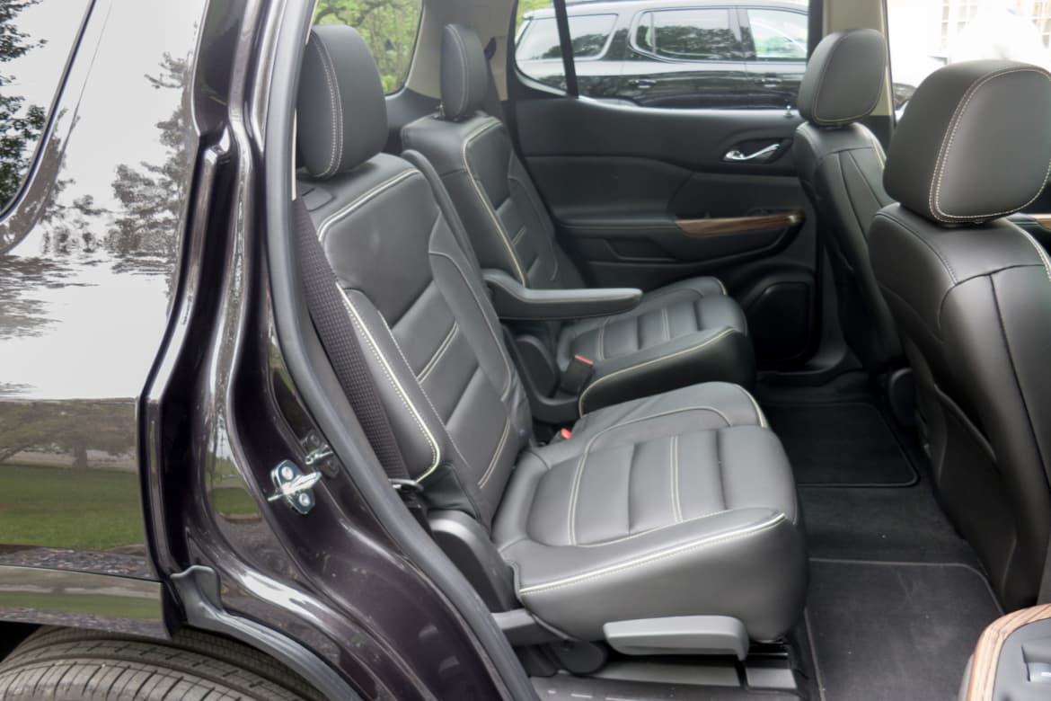 Suvs With Captains Chairs >> Which 2017 Three Row Suvs Offer Captain S Chairs News Cars Com