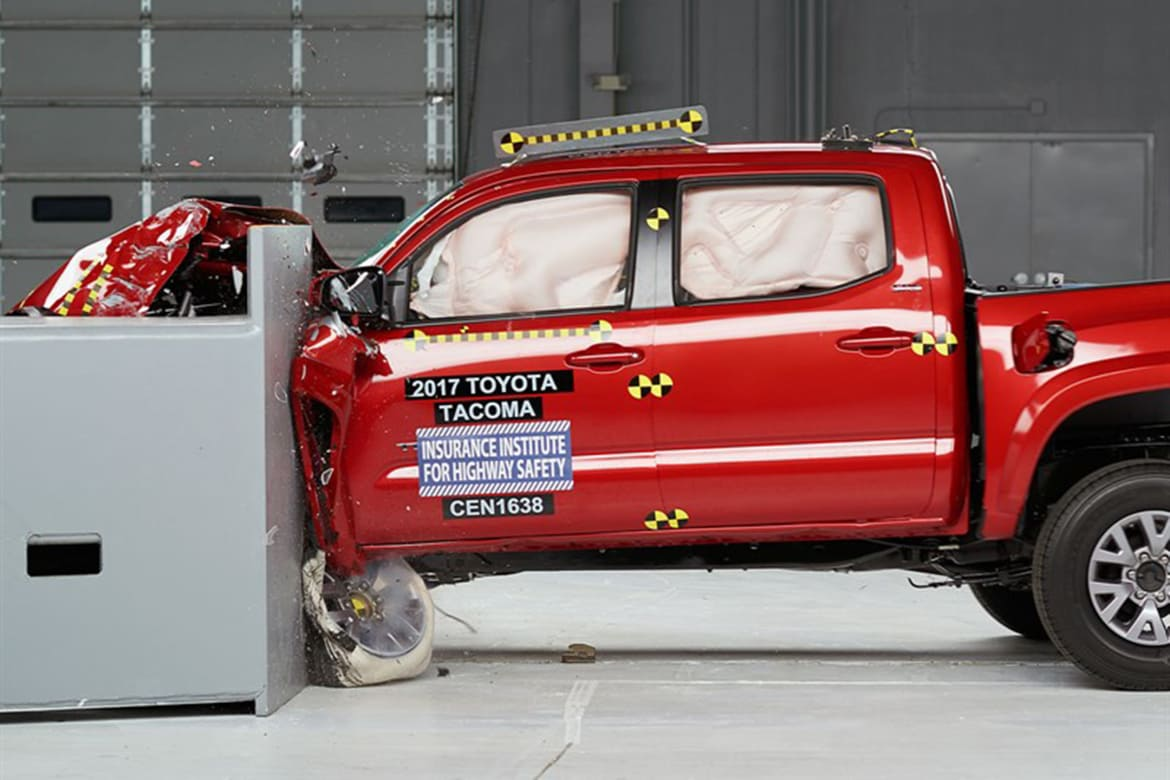 Iihs Safety Ratings >> 4 Trucks Earn Good Safety Ratings From Iihs News Cars Com