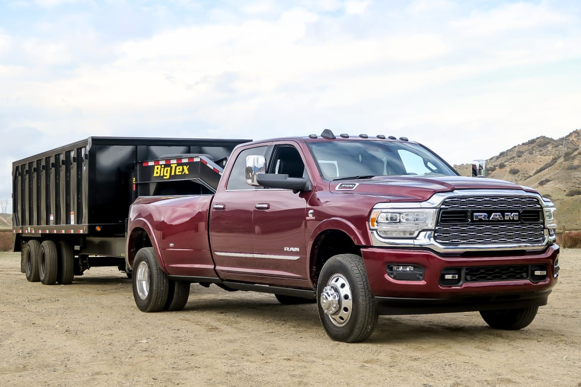 22-ram-3500-2019-mw-exterior--red--towing-mw.jpg