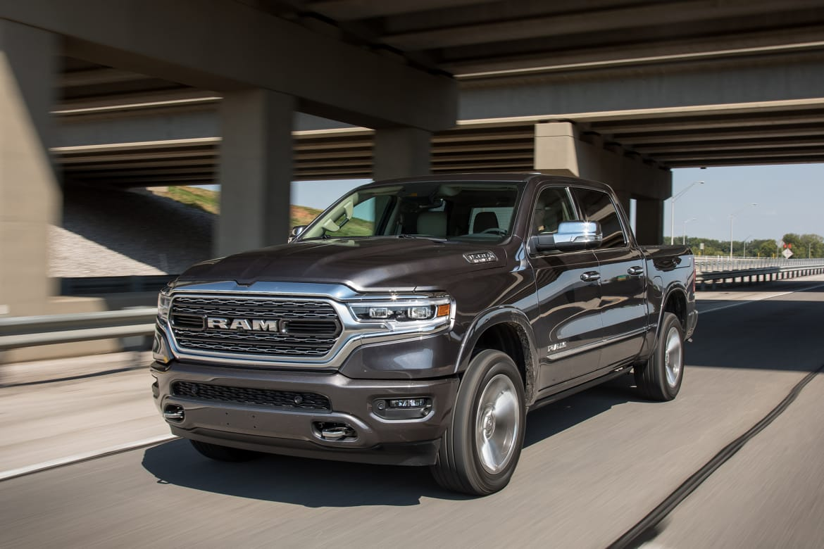 01-ram-1500-limited-crew-cab-2019-angle--black--dynamic--exterio