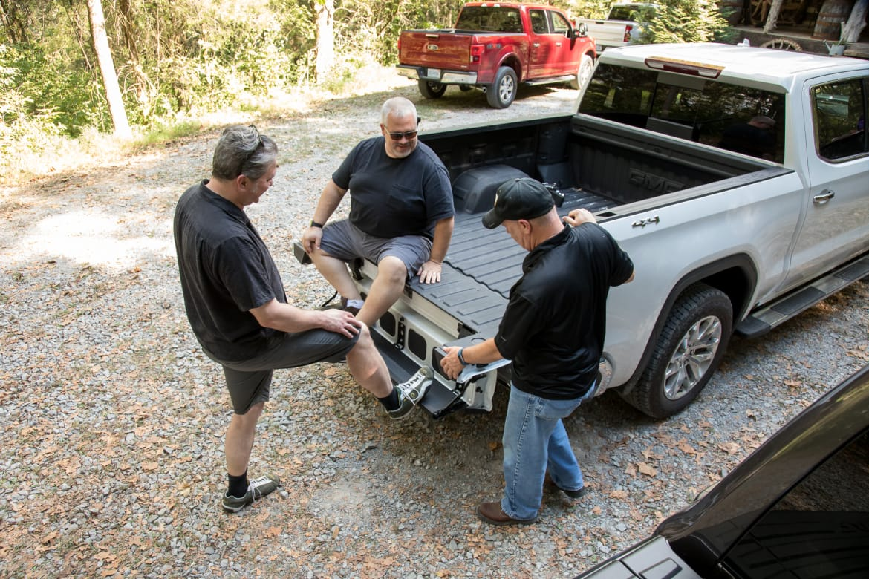 30-gmc-sierra-1500-crew-cab-slt-2019-cargo--exterior--pickup-tru