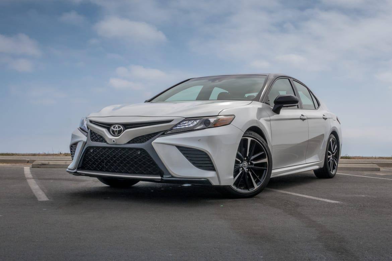 Toyota Camry Xse Vs Lexus Es Is The Luxury Nameplate Necessary