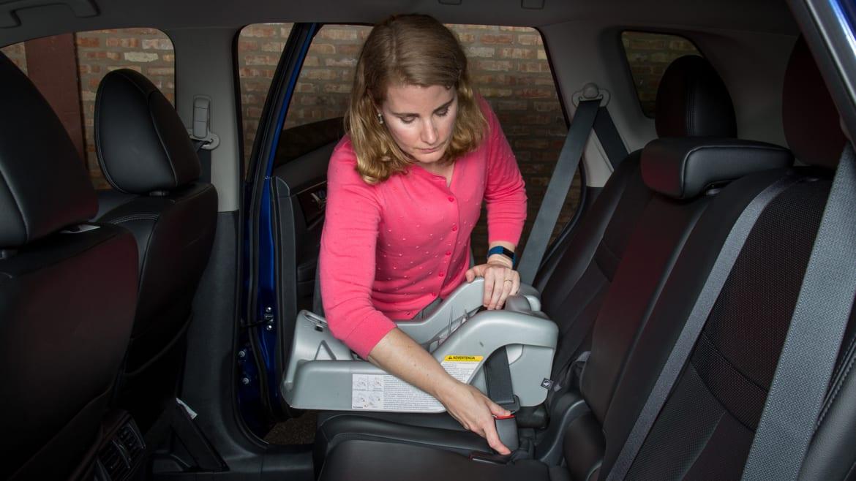 2017 Nissan Rogue: Car Seat Check