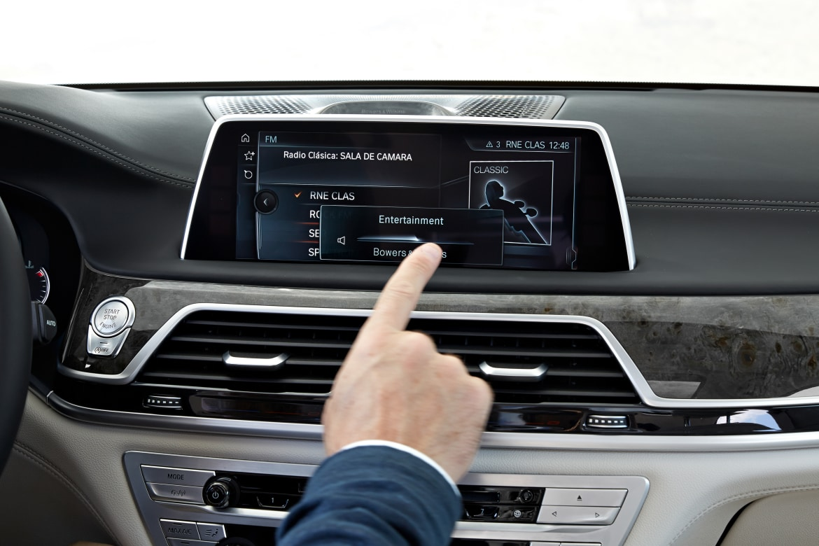BMW Takes In-Car Gesturing to a New Level in 7 Series | News