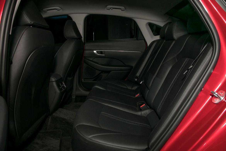 14-hyundai-sonata-2020-interior--second-row.jpg