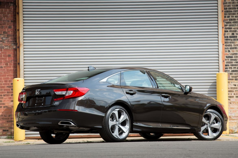 2018 Honda Accord >> 2018 Honda Accord Review First Drive News Cars Com