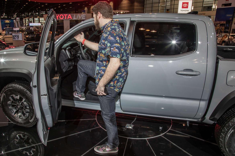 Auto Show Face-Off: 2020 Toyota Tacoma Vs. 2020 Jeep ...