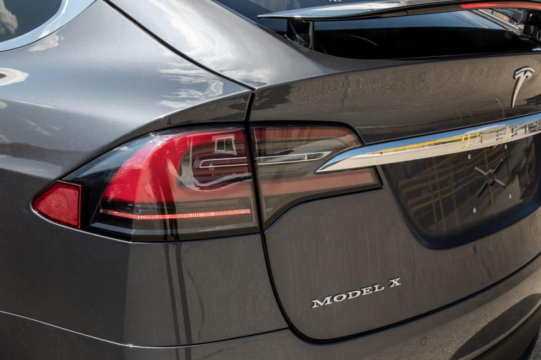 28-tesla-model-x-2018-exterior--grey--taillights.jpg