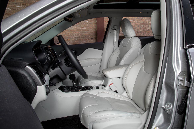 14-jeep-cherokee-2019-front-row--interior.jpg
