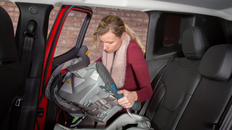 Jeep Renegade Trailhawk For Sale >> 2016 Jeep Renegade Trailhawk: Car Seat Check | News | Cars.com