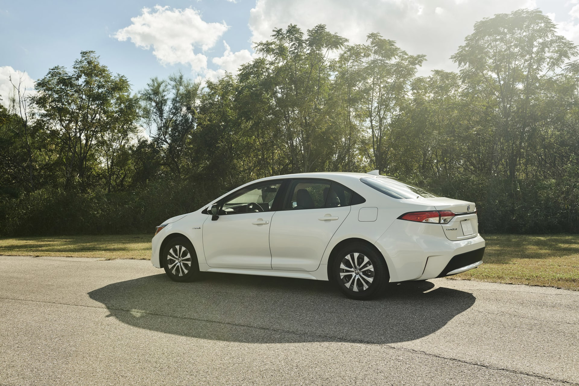 Toyota Corolla Mpg >> At 52 Mpg Toyota Corolla Hybrid Gives Prius A Run For Its Gas Money