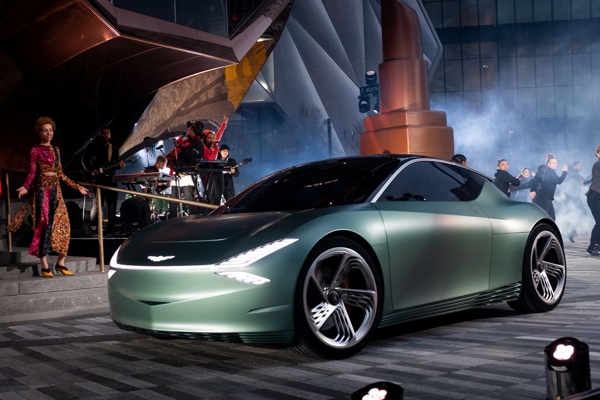 05-genesis-mint-concept-angle--exterior--front--green.jpg
