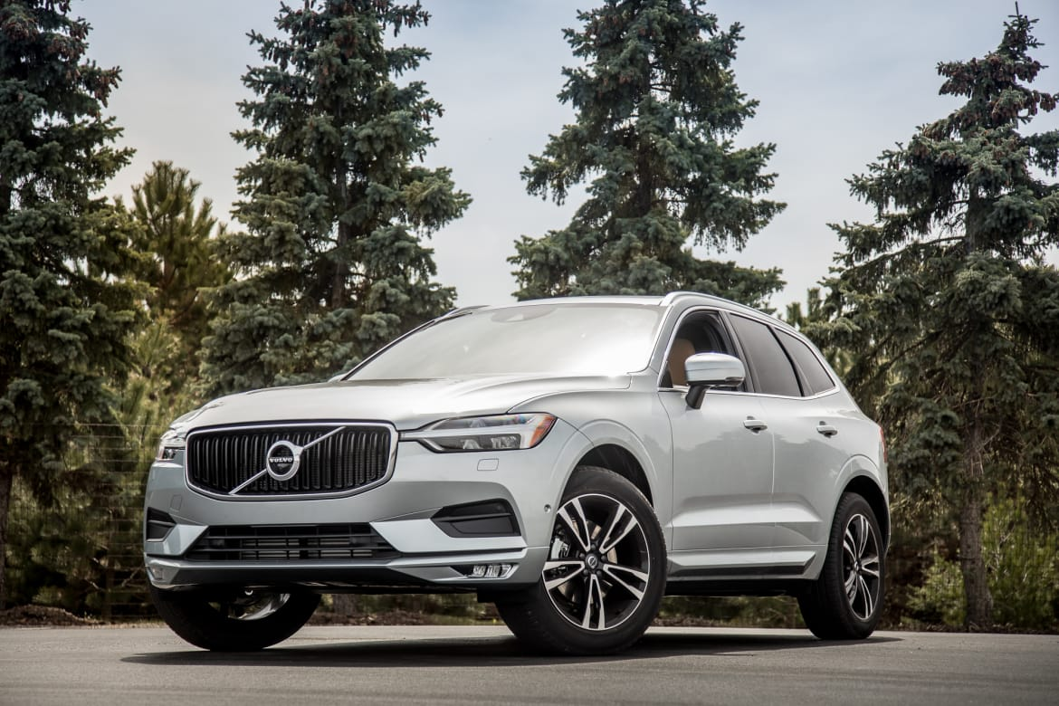 09-volvo-xc60-2018-lc-suv-chl-cl-angle--exterior--front--silver.