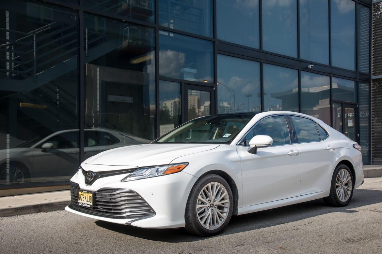 fea9134c101c8 Toyota Retrofits 2018 Camry, Sienna for Apple CarPlay and Amazon ...