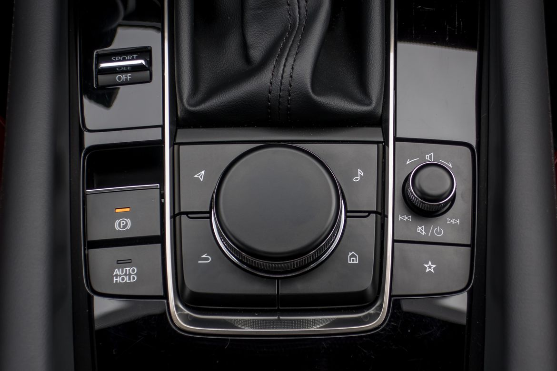 23-mazda-mazda3-2019-center-console--interior.jpg
