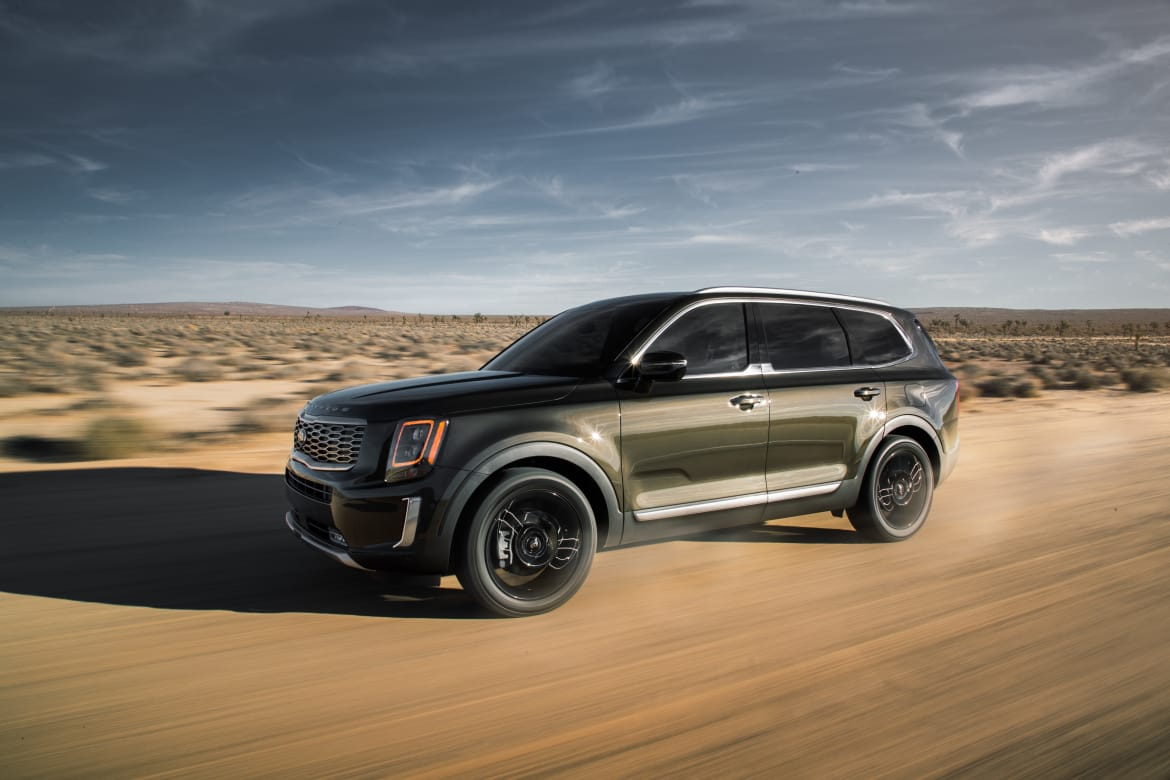 01-kia-telluride-2020-angle--dynamic--exterior--front--green--of