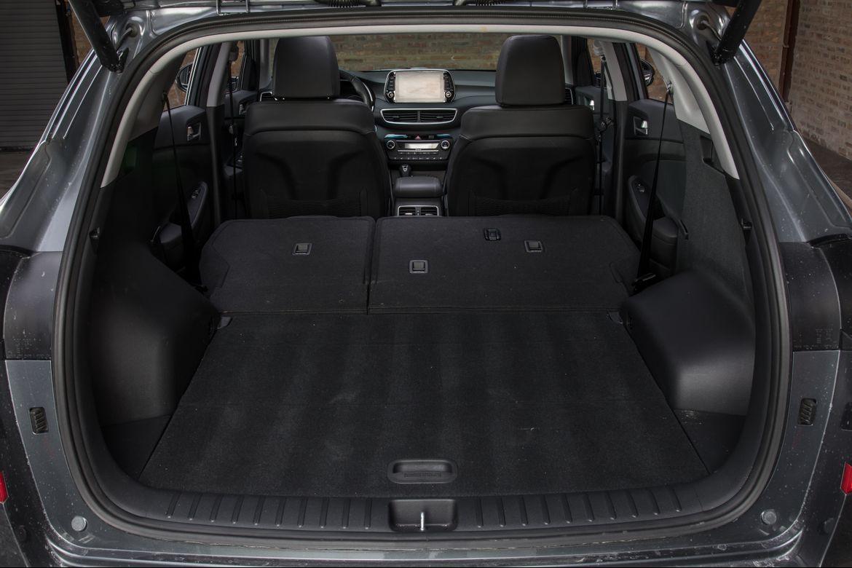 35-hyundai-tucson-2019-folding-seats--interior--trunk.jpg