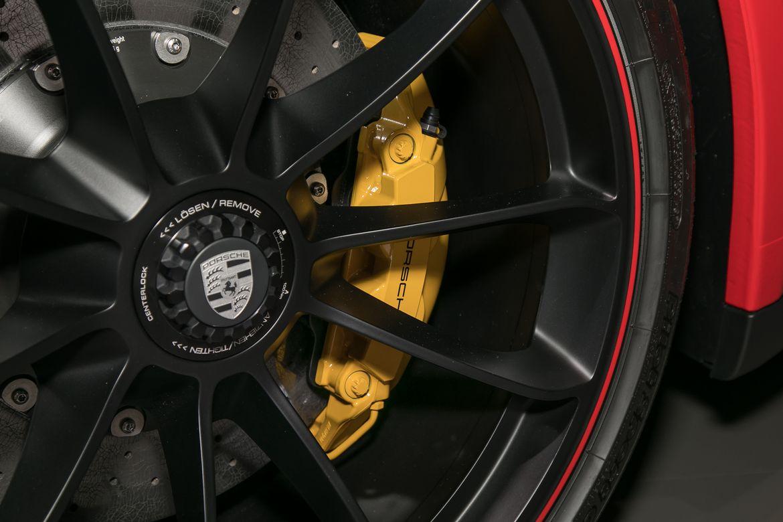 10-porsche-911-speedster-2019-detail--exterior--red--wheel.jpg