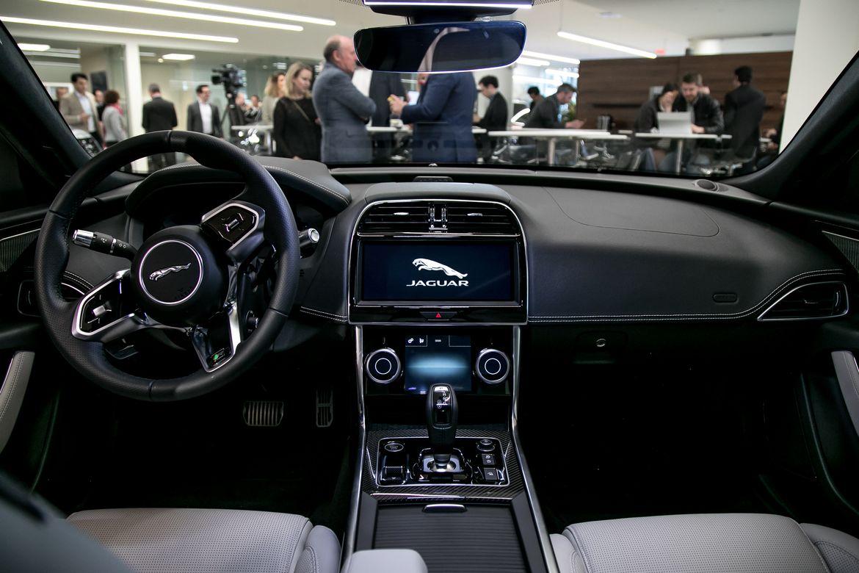 2020 Jaguar Xe S Subtle Exterior Updates Belie Big Changes Inside