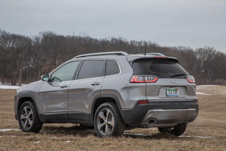 06-jeep-cherokee-2019-angle--engine--rear--silver.jpg
