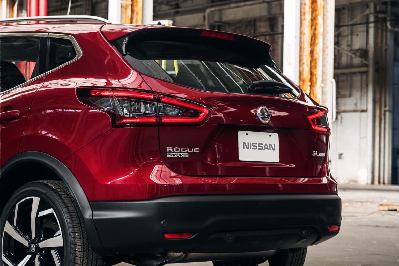 21-nissan-rogue-sport-2020-exterior--rear--red.jpg