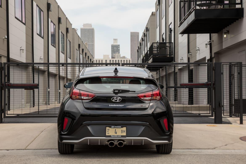 04-hyundai-veloster-turbo-r-spec-2019-black--exterior--rear.jpg