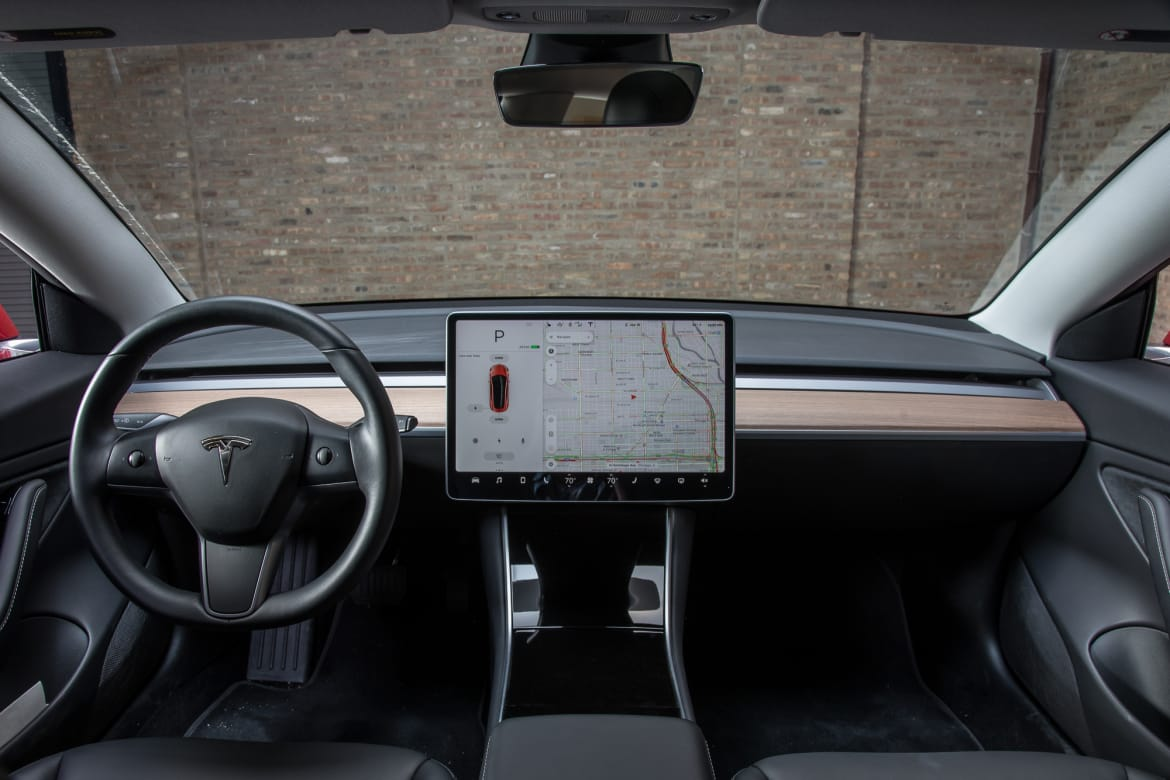 02-tesla-model-3-2018-front-row--interior