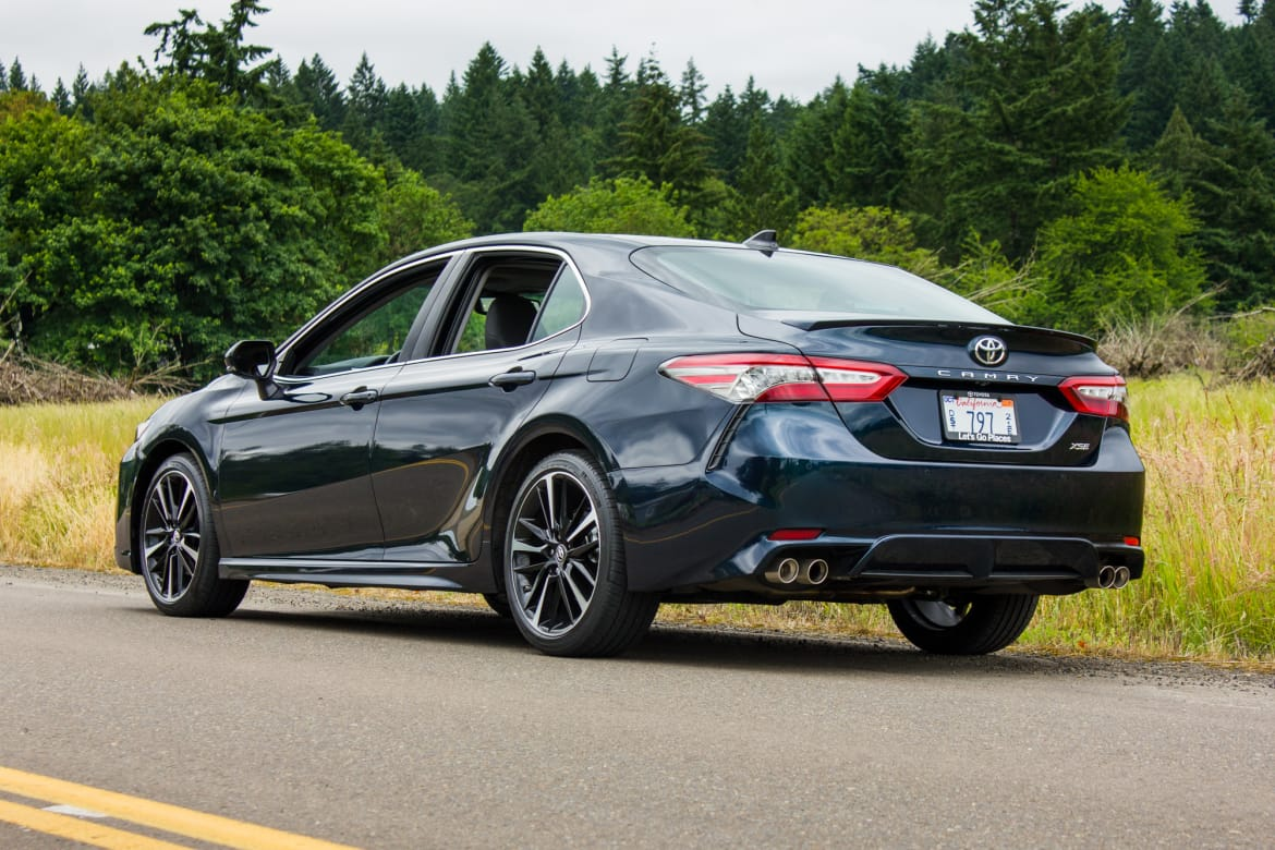 2018 Toyota Camry Le >> 2018 Toyota Camry Review First Drive News Cars Com
